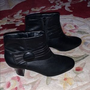 New Black Strictly Comfort ankle boots. Size 9